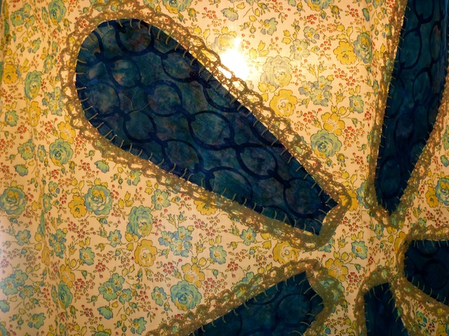 Detail blue flower shade