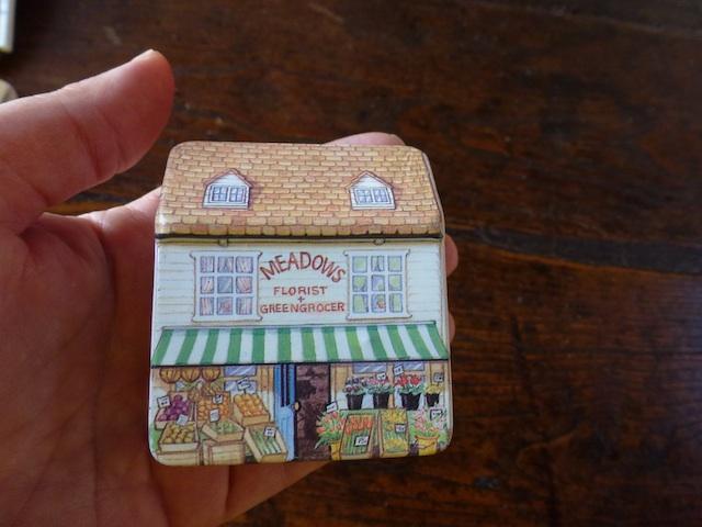 Little shop holder