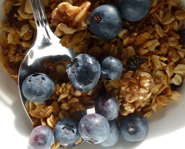 Granola & blueberries