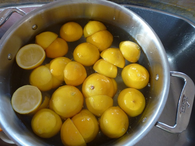 Lemons in the pot