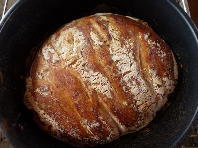 Bread in the black pot