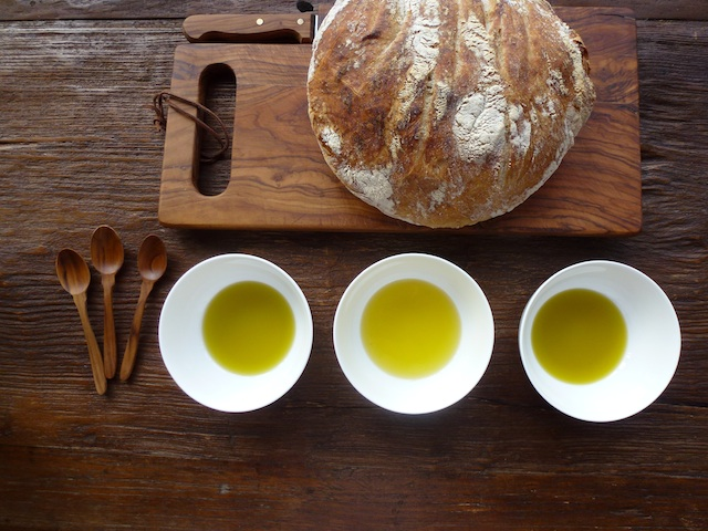 Olive oil bowls and bread
